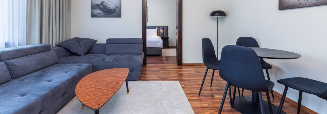 Trijų kambarių apartamentai su virtuvėle (kieta grindų danga)